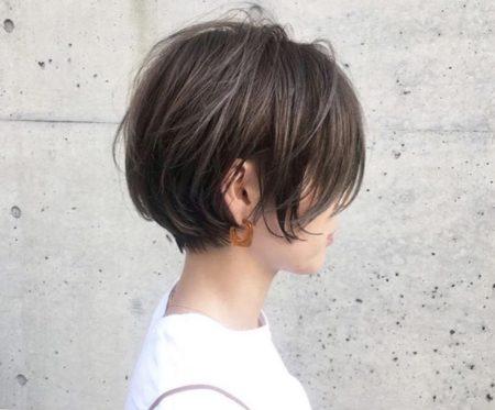 丸顔におすすめレイヤーショートヘア