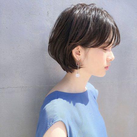 丸いシルエットが女性らしい雰囲気のショートヘア