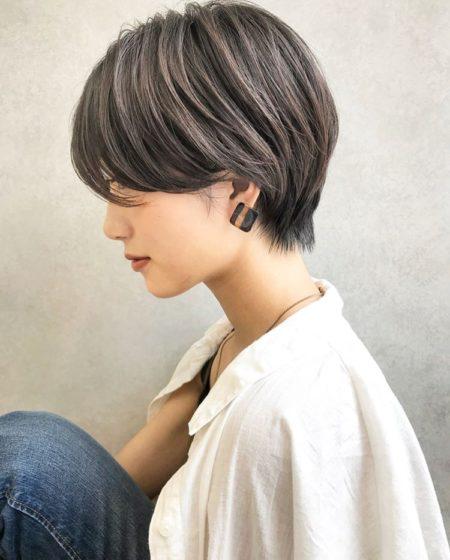 メリハリあるフォルムでシルエットが美しい前髪なしショート