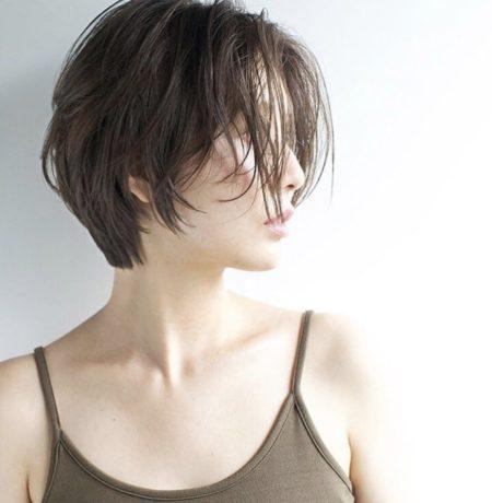 前髪が長めの丸顔におすすめショートボブ