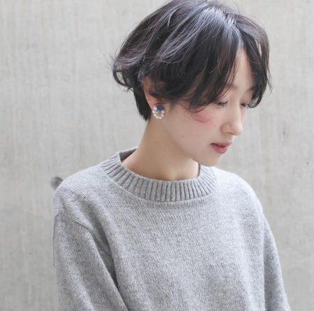 女性らしい優しい雰囲気の前髪なしショートヘア