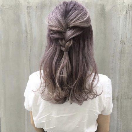 ピンクアッシュカラー三つ編みハーフアップヘア