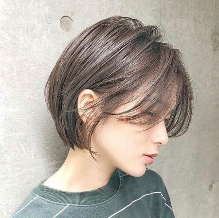 シンプルな前下がりショートヘア|ヘアカタログLALA [ララ]