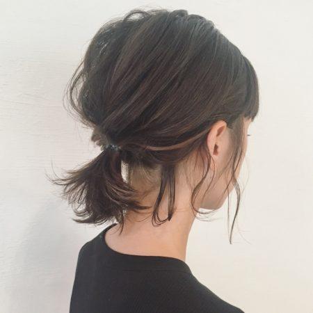 ほぐしとおくれ毛のバランスが素敵なシンプルポニーテール|ヘアカタログLALA