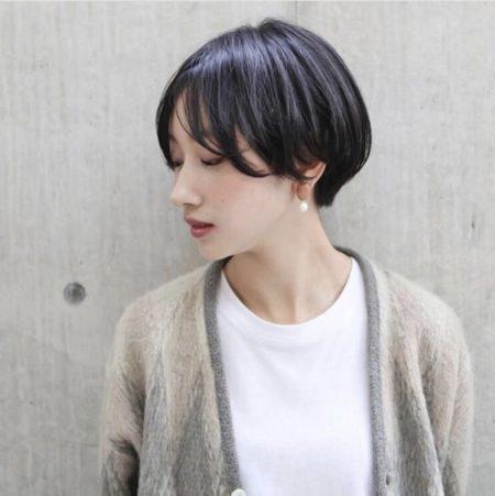 シンプルなショートヘア