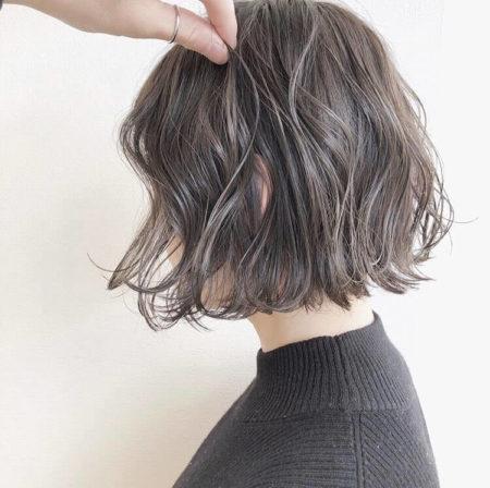 裾広がりなAラインシルエットのワンレンパーマボブ