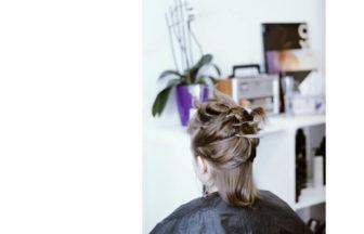 髪をすくだけのメリットとデメリットを解説