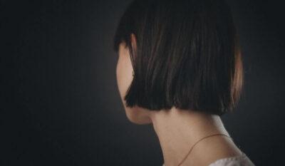 白髪を抜く・切るどっちが正解?正しい白髪の対処3つを紹介