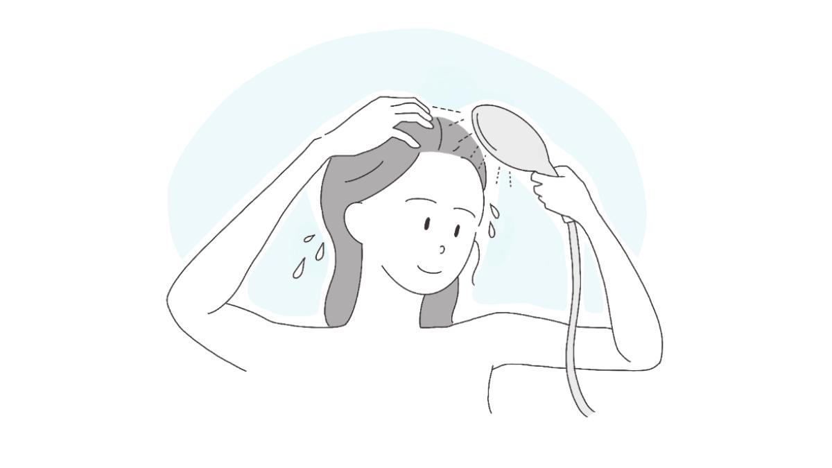 シャワーを頭皮に当てながら入念にすすぐ