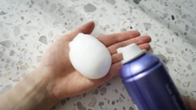炭酸シャンプーの正しい使い方・頭皮ケアに最適な頻度とは?【美容師が解説】