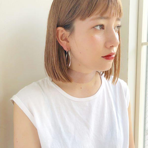 きりっぱなしボブ×ハイトーンカラー|ガーデン オモテサンドウ(GARDEN omotesando)Momoのヘアスタイル画像サイド