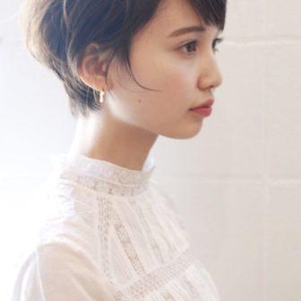 コンパクトまるみショート|【SHE DAIKANYAMA】 丸岡 奈央のヘアスタイル|ヘアカタログLALA [ララ]