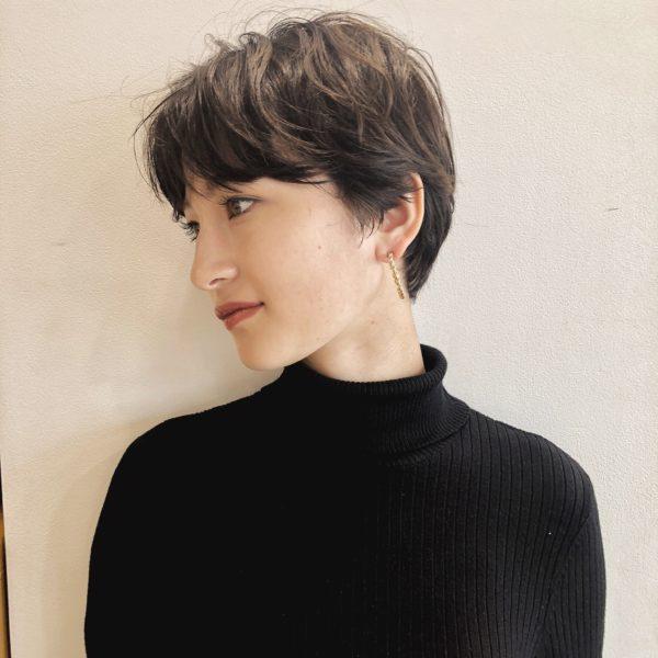 マッシュショートのヘアスタイル・髪型 サイド