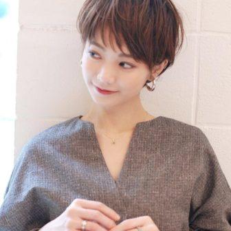 大人可愛い オン眉ショート|【SHE DAIKANYAMA】 丸岡 奈央のヘアカタログ|LALA [ララ]
