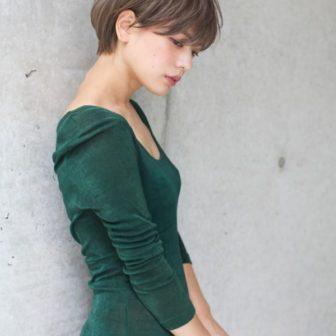 グレージュ / ショート|【LOAVE AOYAMA】佐脇 正徳のヘアスタイル・ヘアアレンジ・髪型|LALA[ララ]