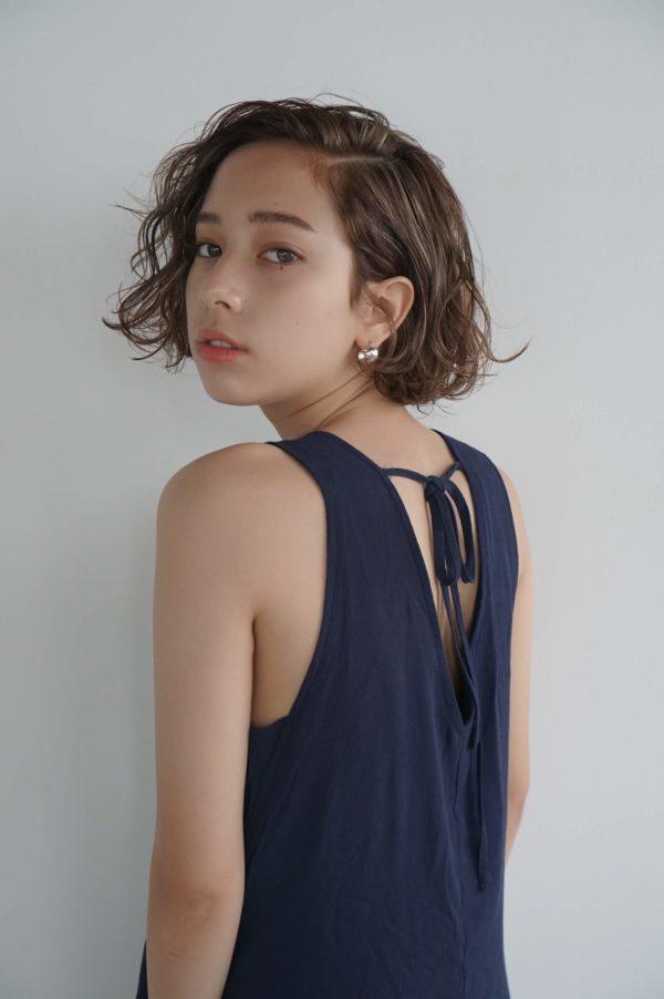 重ためAラインに仕上げたカーリーボブ|東京の美容室 nanuk 岡村 健太郎のヘアスタイル・髪型・ヘアカタログ