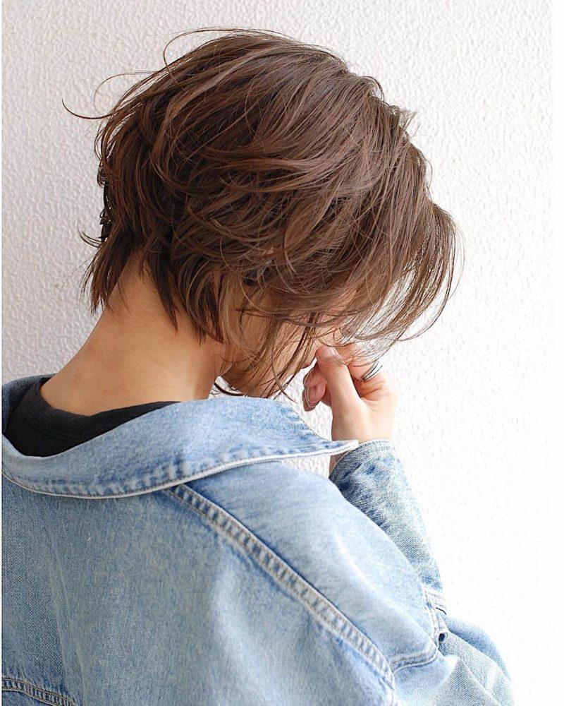ラフな質感のショートヘア サイドバック