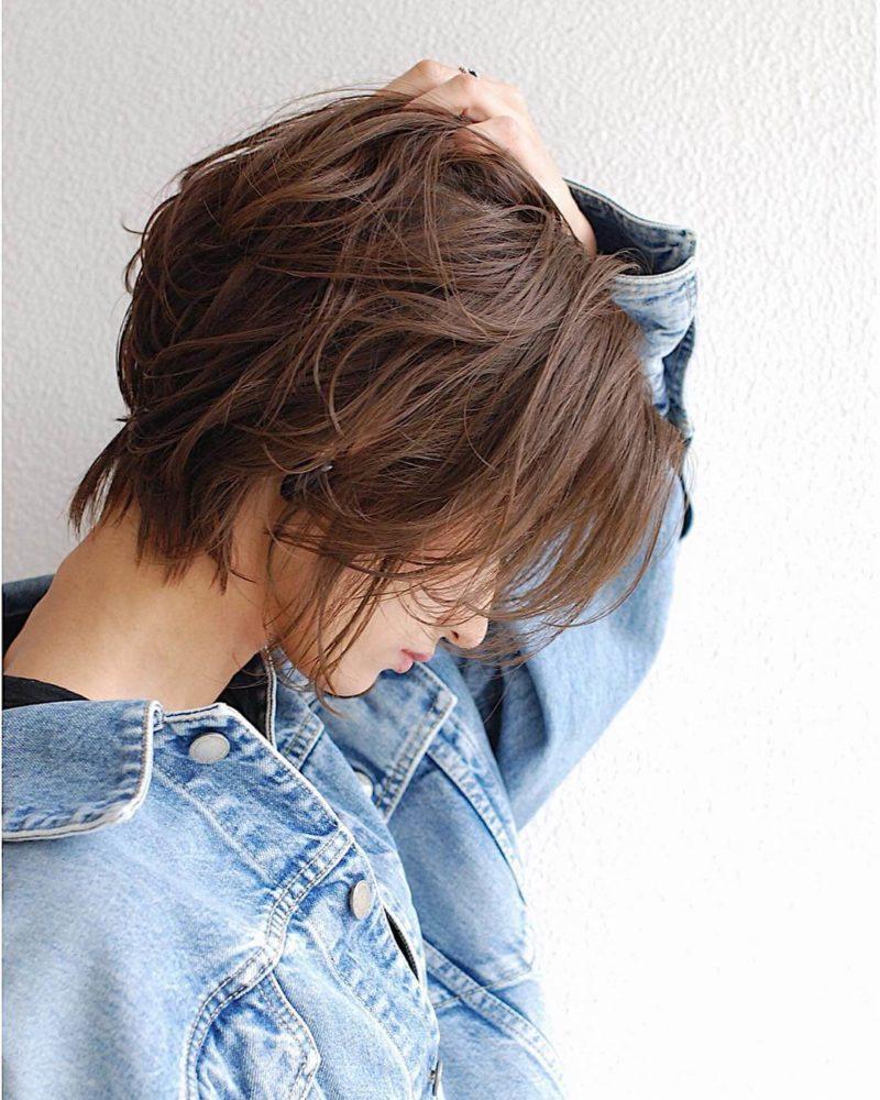 ラフな質感のショートヘア
