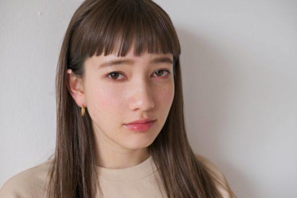オン眉短め前髪のミディアムストレート