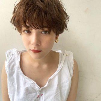 軽い質感のマッシュショート|【SHE DAIKANYAMA】 丸岡 奈央のヘアスタイル・ヘアアレンジ・髪型|ヘアカタログLALA [ララ]