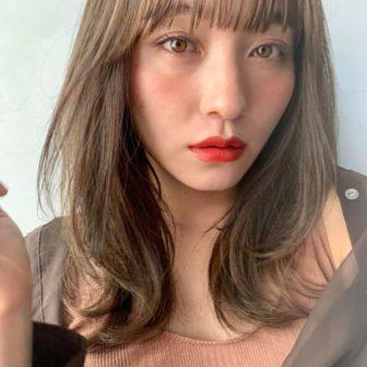 ミルクティーレイヤーセミロング|【Un ami kichijoji】 岸 直美のヘアスタイル・ヘアアレンジ・髪型|ヘアカタログLALA [ララ]