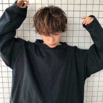 ハイライトを効かせたマッシュウルフ|【log】馬橋 達佳のヘアスタイル・ヘアアレンジ・髪型|LALA[ララ]