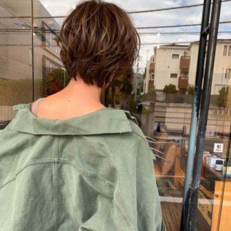 女性らしくてハンサムなショートボブ|シー ダイカンヤマ(SHE DAIKANYAMA)スタイリスト丸岡 奈央のヘアスタイル