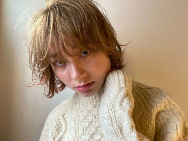マッシュバングとハイベージュカラー|【dakota racy】石井 恭介のヘアスタイル・ヘアアレンジ・髪型