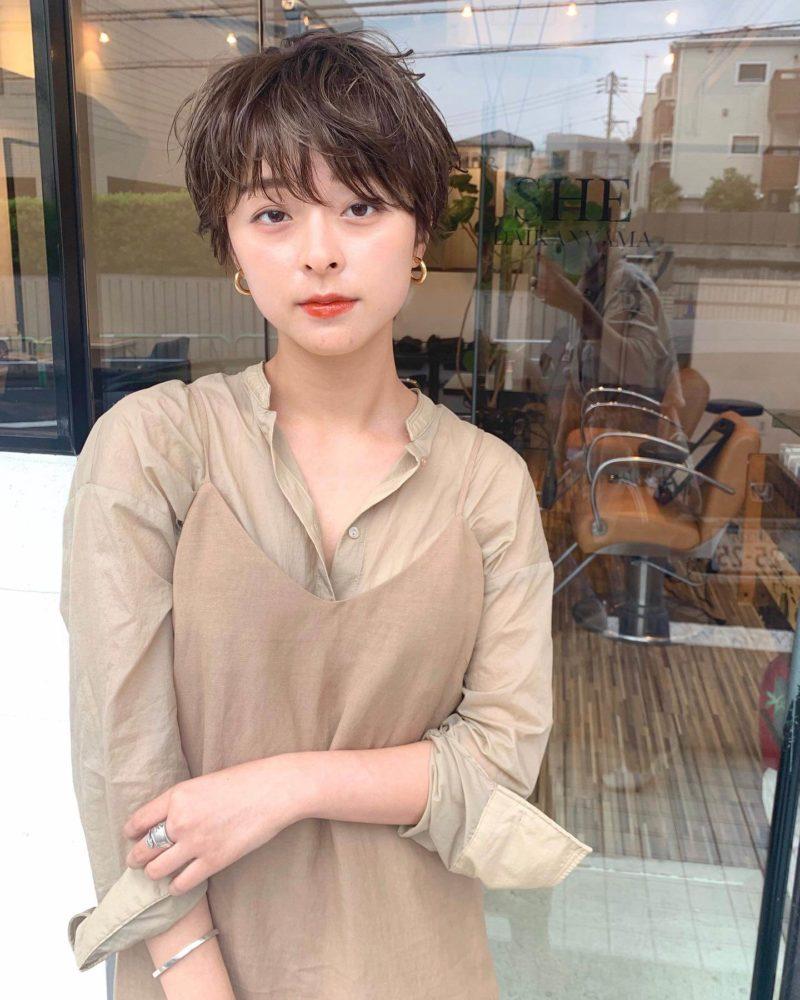 リラックスな雰囲気のショートヘア|シー ダイカンヤマ(SHE DAIKANYAMA)スタイリスト丸岡 奈央の髪型