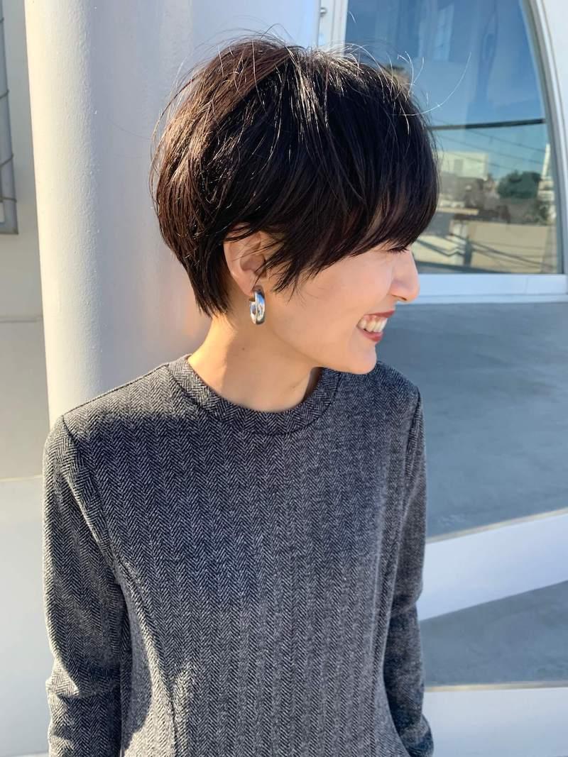 シンプルな黒髪ショートヘア